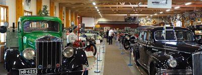 1935-REO-Speed-Wagon-Ukko-Reo-Vehoniemen-automuseo-nayttelytila-KaiLappalainen-CCBY40-WheelsFI